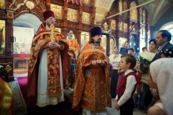 Неделя святых жен-мироносиц. День рождения священника нашего храма Дмитрия Сорокина.