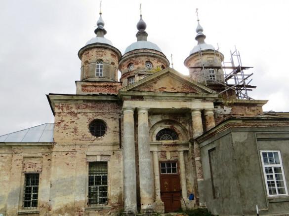 Храм в селе Емельяново