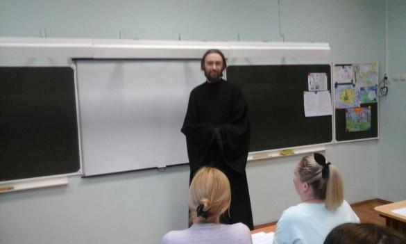 Диакон Сергий Уваров посетил собрание в школе №1231