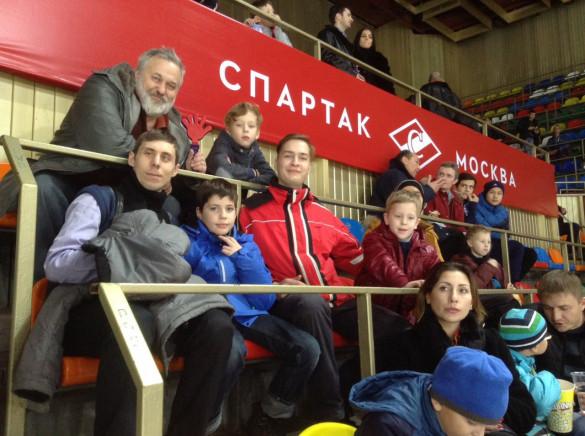 Группа прихожан посетила хоккейный матч