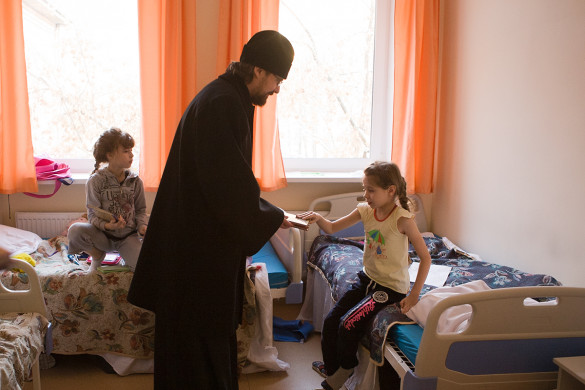 Клирики храма посетили Детскую больницу имени Сеченова