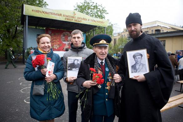 Представители прихода поздравили ветеранов района «Хамовники» с Днём Победы и приняли участие в районной акции «Бессмертный полк»