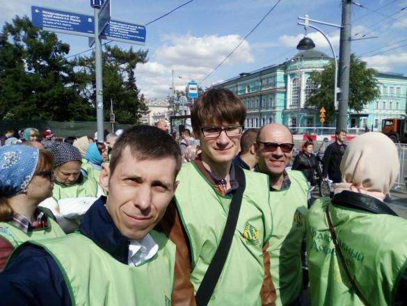 Молодёжь прихода приняла участие в дежурстве у мощей святителя Николая Чудотворца в Храме Христа Спасителя