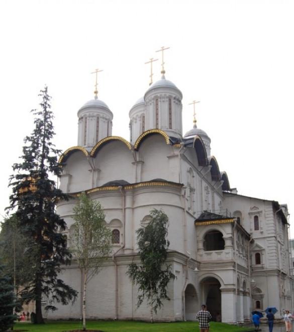 Клирик храма принял участие в архиерейском богослужении в Соборе Двенадцати Апостолов Московского Кремля