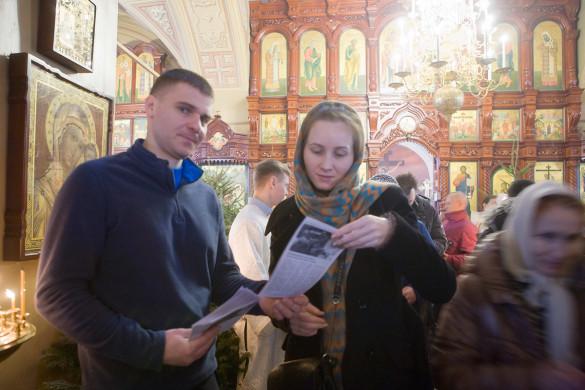 В праздник крещения Господня приходская молодёжь вновь раздавала миссионерские листовки