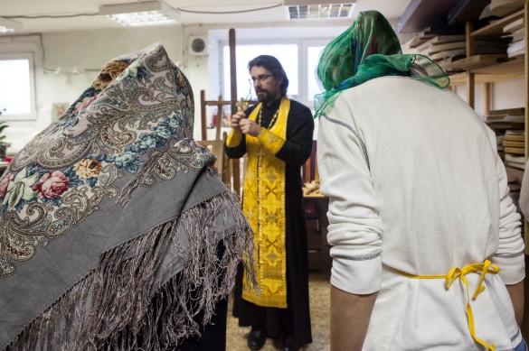 Молебен в мастерской Е. Ильинской