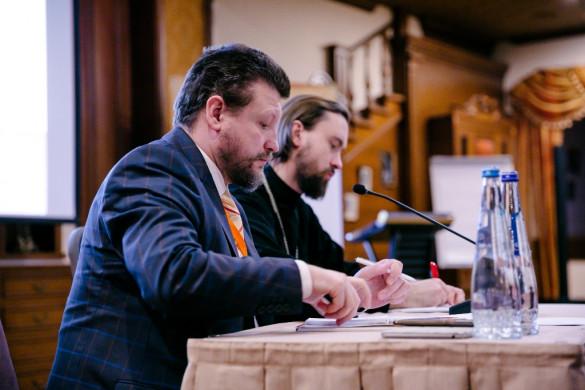 Иерей Сергий Уваров возглавил работу круглого стола «Основы православной культуры»