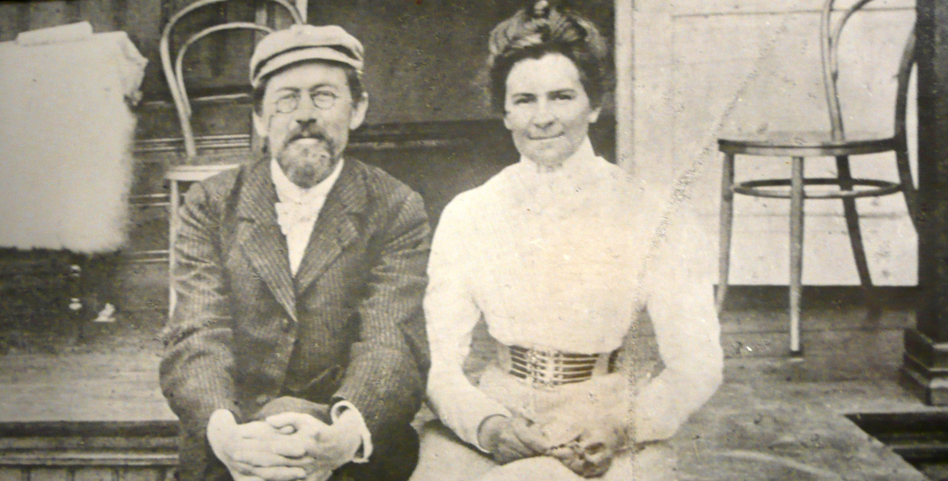 Anton_Chekhov_and_Olga_Knipper_1901_1